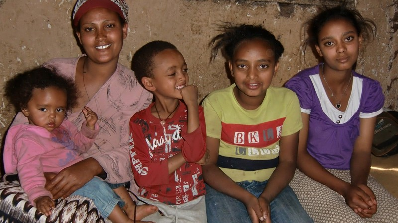 2012 Abera Familie 35 - Mutter Hymanot Haimanot, Absalat, Yonathan, Habil, Ejigayehu