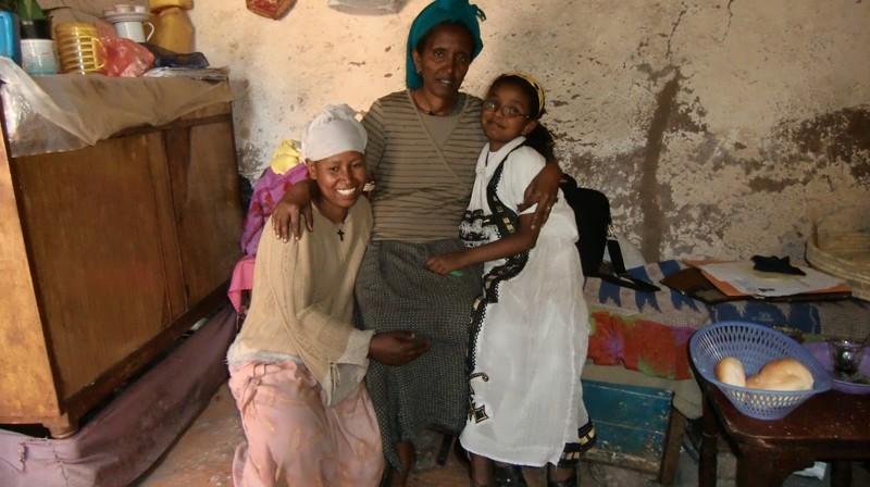 2012 Aregawi Familie Mutter Meheret Tochter Bezawit Wohnungseignerin