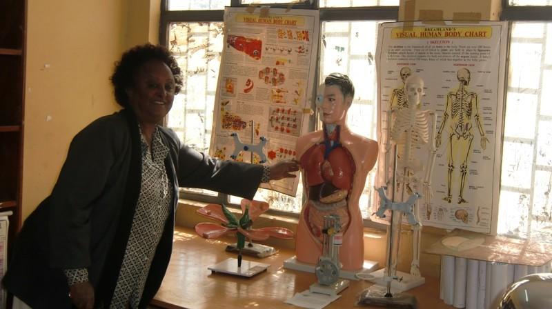 2012 Fasil Schule: Biologie, Chemie, Physik, Direktorin