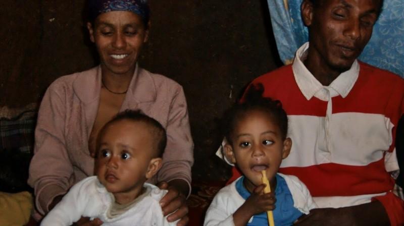 2012 Negussu-Familie Mutter Addis Vater Töchter Emebet Hanna Samrawit