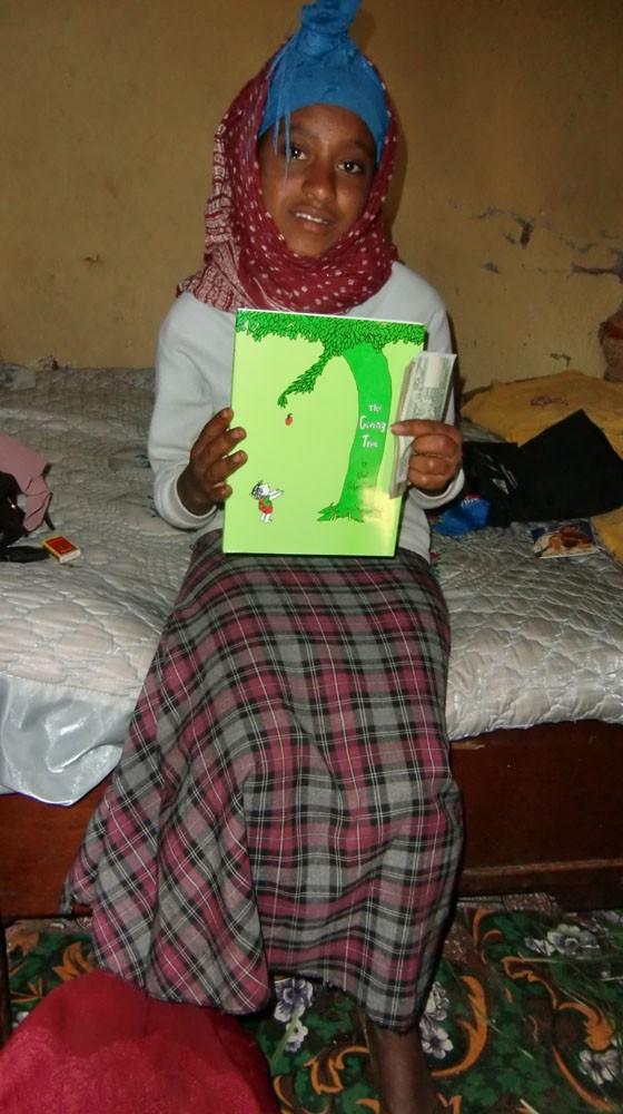 2013 Abebe Familie, Birhane mit ihrem neuen Buch