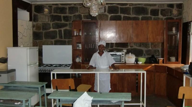 2013 Aregawi Familie, Mehret macht eine Ausbildung als Köchin