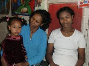 Belaynesh Mengiste mit ihrer Tochter Kalkidan und Schwester Yalemwork