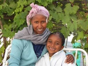 Bezawit mit ihrer Mutter Mereth (29)