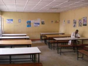Die Bibliothek der Fasil-Schule. Es fehlen die Bücher - 2009