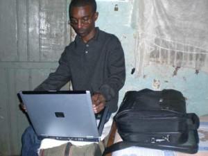 Duke mit seinem neuen Laptop (Spende der Fa. Siemens) - 2009