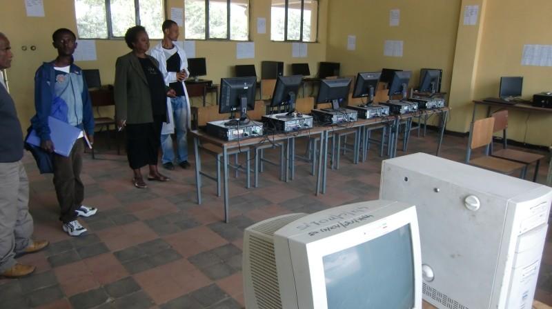 2013 Alle von uns finanzierten Computer sind wohlbehalten im Einsatz