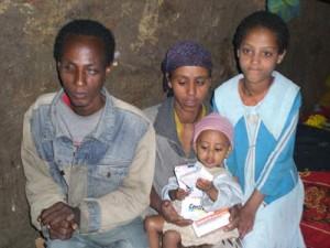 Emebet Negussu mit Eltern und ihrer kleinen Schwester Hanna - 2009