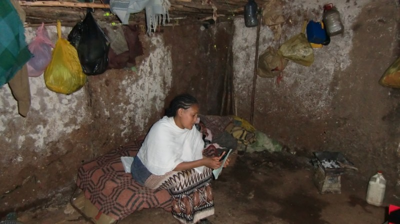 2013 Familie Abera - Mutter Haiamont, dahinter (schlafend) Tochter Absalat