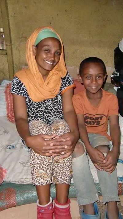 2014 Familie Behailu 34 - Mutter Fasika und Sohn Eremyas