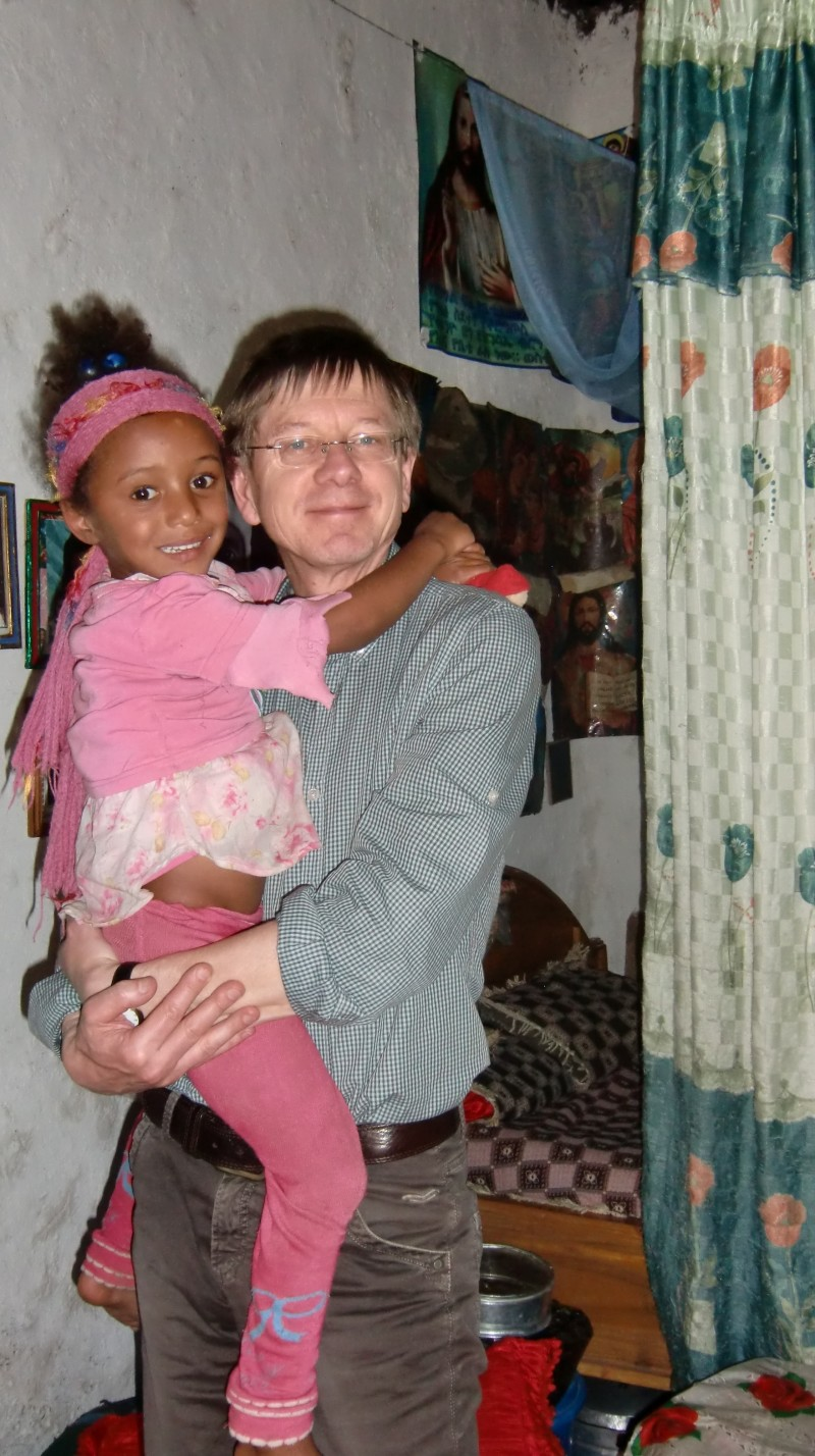 2013 Tochter Mehret mit neuem Schmusetier
