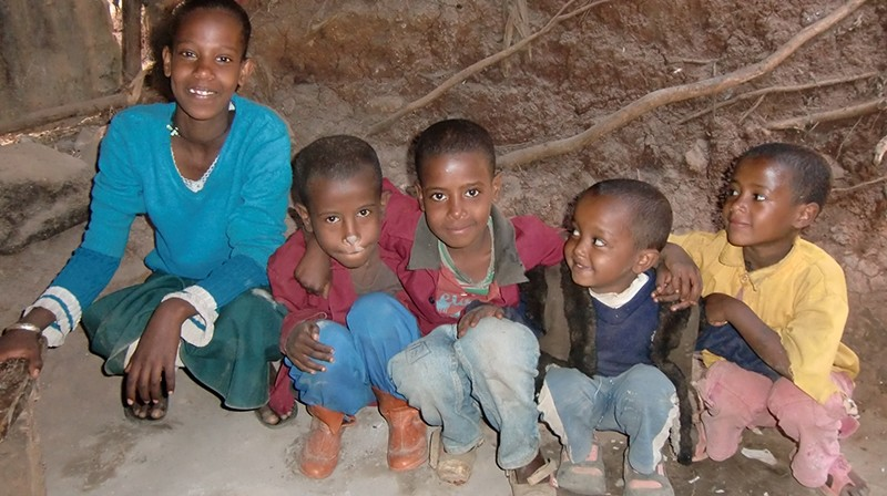 2014 Familie Eredow 40 - Tochter Beziaho, Sohn Wendante, Töchter Bethlehem und Macdes, Sohn Nadnel