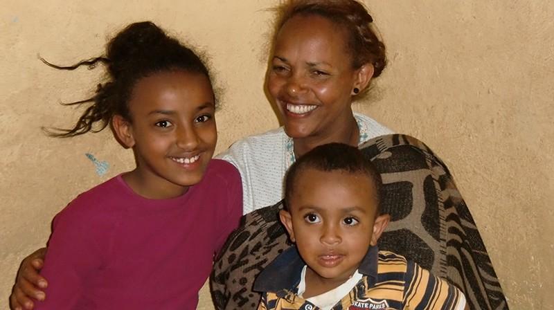 2014 Tochter Maklit, Mutter Melesu, sowie ein kleiner Junge