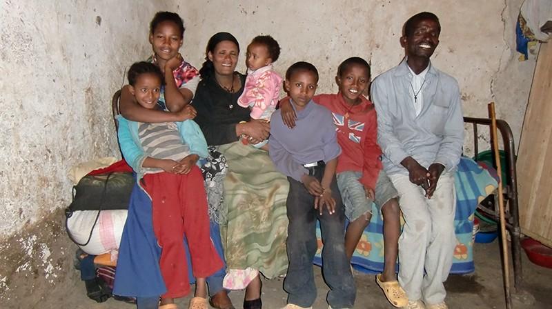 2013 Eltern, Töchter Shewatsehay, Yeshimebet, Söhne Yordanos, Eyayu