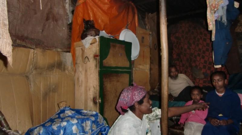 2013 Familie Mossu 41 - Mutter Emebet, Vater Belete und Töchter Hanna und Yodit