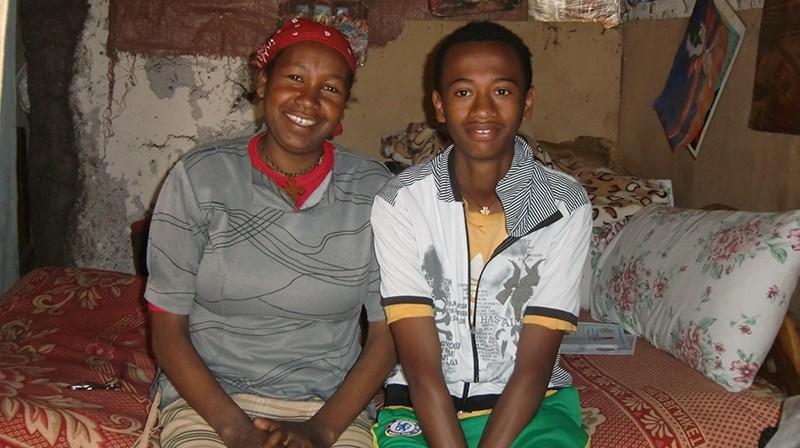 2014 Familie Tereza 38 - Mutter Sinke und Sohn Zerihun