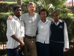 Gisachew-Tirunesh-und-Kidist-an-der-Akaki-Schule