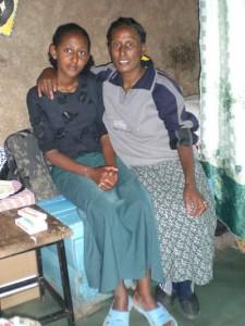 Habil Erku mit ihrer Mutter - 2009