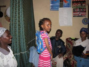 Hermela (5) in ihrer Familie