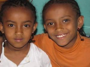 Maklit (6) und ihre Schwester Lilena