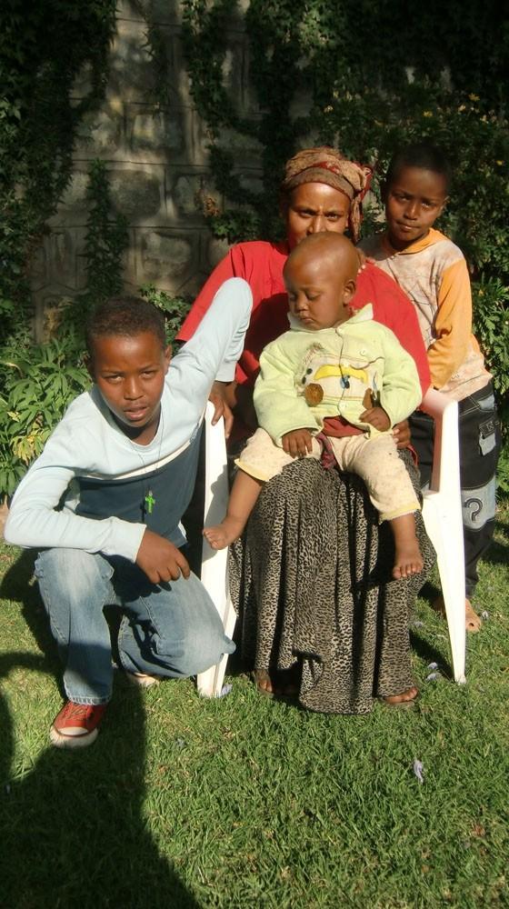 2013 Masresha Familie, Mutter Abenet mit Söhnen Muluken Alemayehu und Yabsra