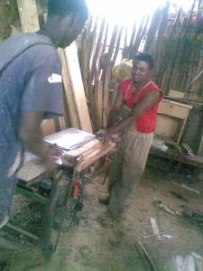 Mehari Gebremaria in seiner kleinen Werkstatt
