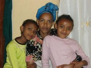 Melsesu Tadem mit den Töchtern Lilina and Maklit