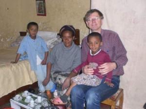 Meseret mit ihren Söhnen Eyob und Kidus - 2009