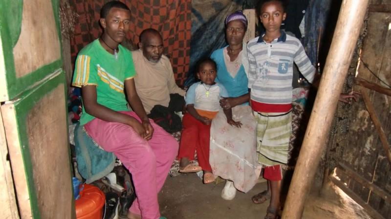 2013 Mossu Familie, Vater Belete Mutter Emebet Sohn Woredework Toechter Yodit Hanna