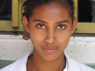 Tirunesh (15) in der Akaki Schule
