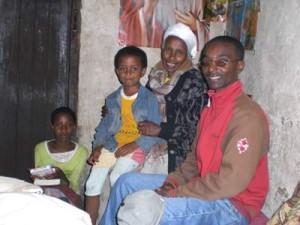 Tsewon (14) and Meramawit (7) Wondwossen mit ihrer Oma Lakesh Amenu und Duke - 2009