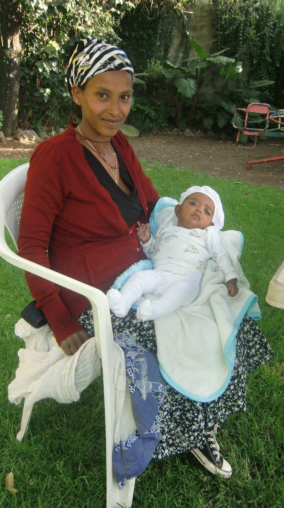 2017 - Bizunesh, die Frau von Duke (# 27) mit ihrem Baby Lea