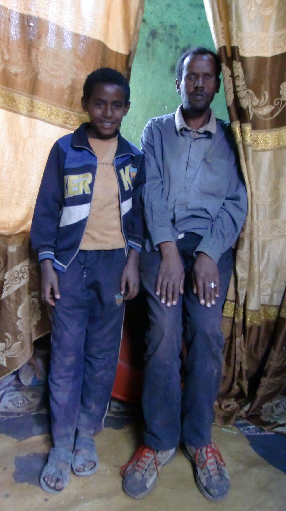 Dez. 2017 - Vater Ayalew mit Sohn Befekadu