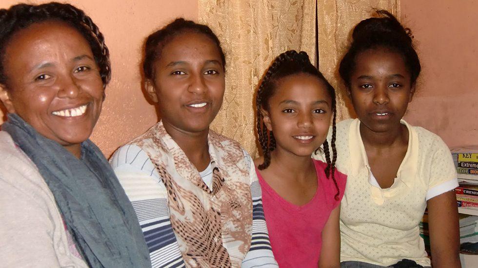 Dez. 2017 - Mutter Mekdes, Töchter Saron, Santa und Abigal